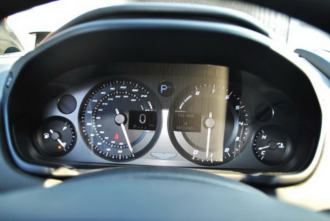 Autopress_vn-Aston-Martin-Vanquish-Carbon-White (13)