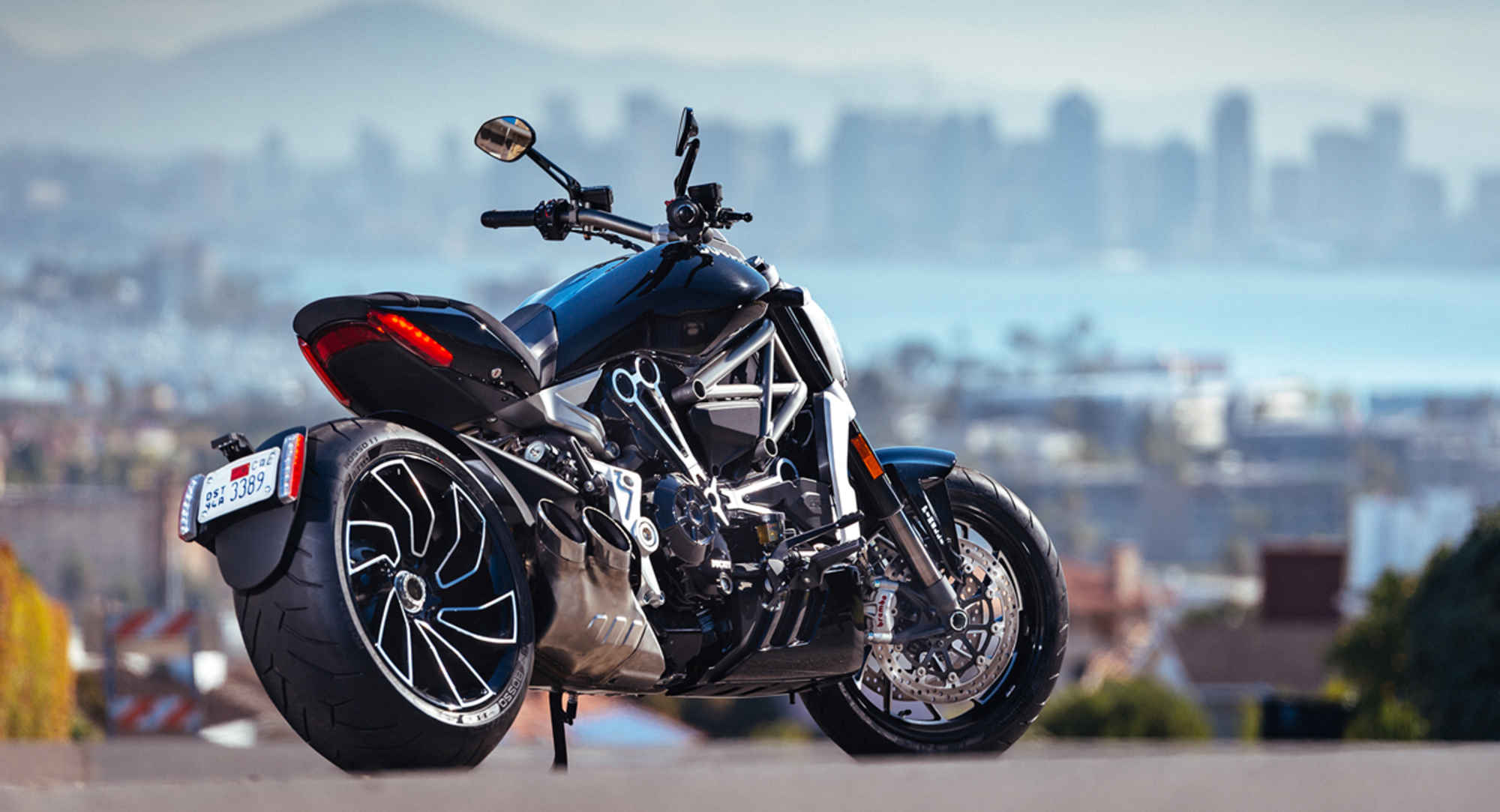 Motrorcycle-Review-2016-Ducati-XDiavel-S-Diavel-cruisers